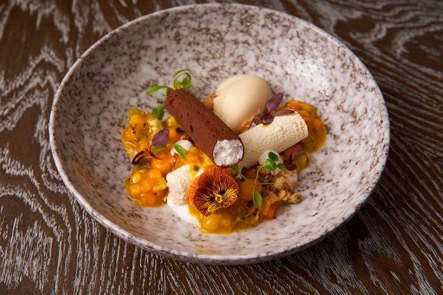 Un dessert à base de noix de coco proposé au restaurant du Flemings Mayfair