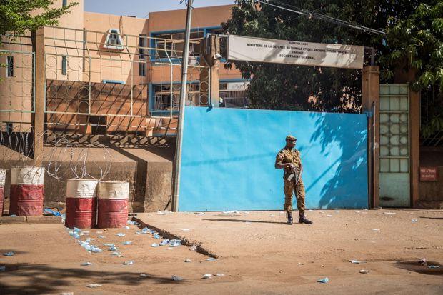 Ouagadougou, quinze jours après l'attentat qui a fait 8 morts et 80 blessés, la psychose demeure dans les rues de la capitale du Burkina Faso.