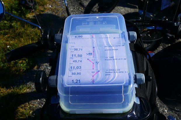 Pas de GPS mais un road-book pour relier les 250 kilomètres journaliers.