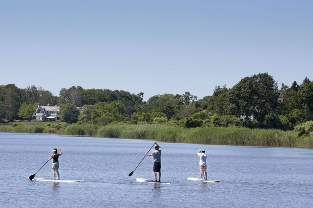 Promenade en paddle sur un lac d'East Hampton.