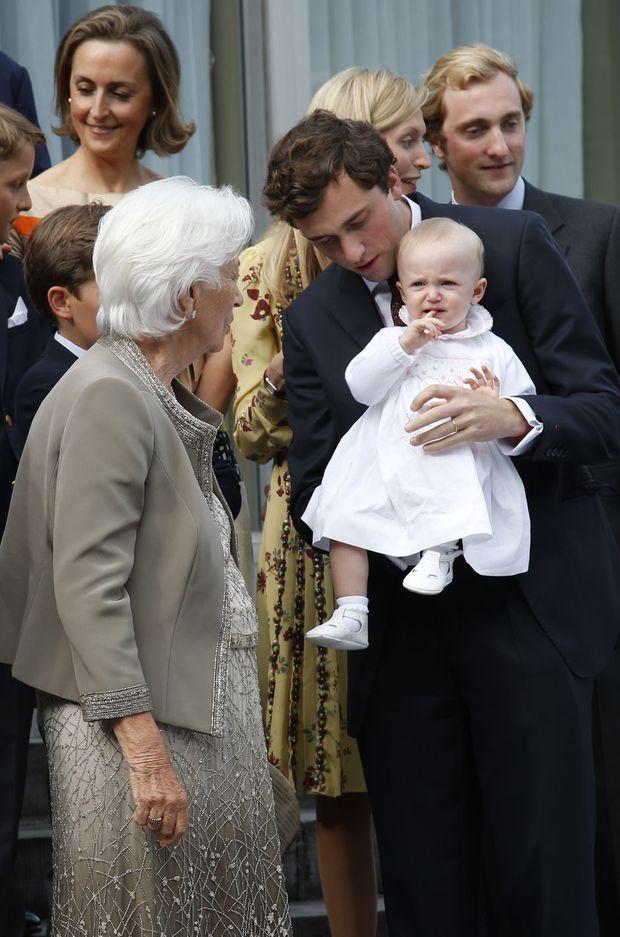 Au premier plan, l'ex-reine des Belges Paola avec son petit-fils Amedeo de Belgique et son arrière petite-fille Anna Astrid