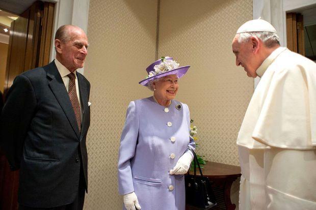 La reine Elizabeth ll, le prince Philip et le pape François au Vatican en avril 2014..