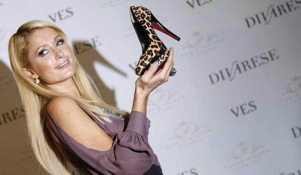 Paris Hilton promeut sa ligne de chaussures-