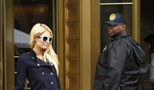 Paris Hilton sortant du tribunal de Manhattan-