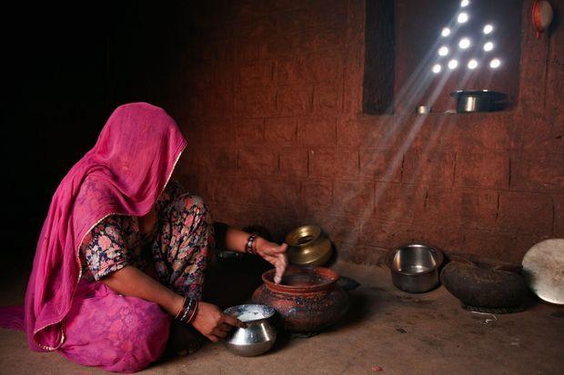 Parmi les 29 règles de vie bishnoïs : filtrer l'eau et le lait.