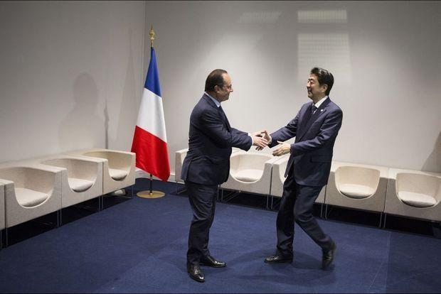 François Hollande accueille Shinzo Abe, Premier ministre du Japon pour une rencontre bilatérale.