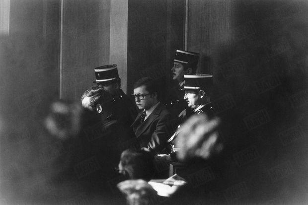 Patrick Henry lors de son procès, devant la cour d'assises de l'Aube en janvier 1977, pour le meurtre du petit Philippe Bertrand, 8 ans, qu'il avait enlevé à Troyes le 30 janvier 1976.