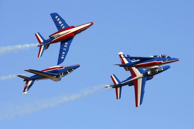 Les Alpha Jets de la Patrouille de France en démonstration au dessus de Malte en septembre 2010.