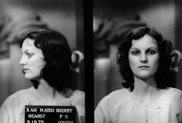 Photographie d'identité judiciaire de Patty Hearst, prise par le bureau du sheriff du comté de San Mateo, en Californie, après son arrestation le 19 septembre 1975.