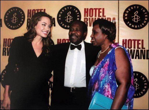 Paul Rusesabagina et son épouse, Tatiana, avec Angelina Jolie
