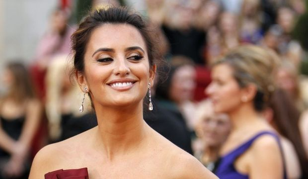 Penélope Cruz souriante-