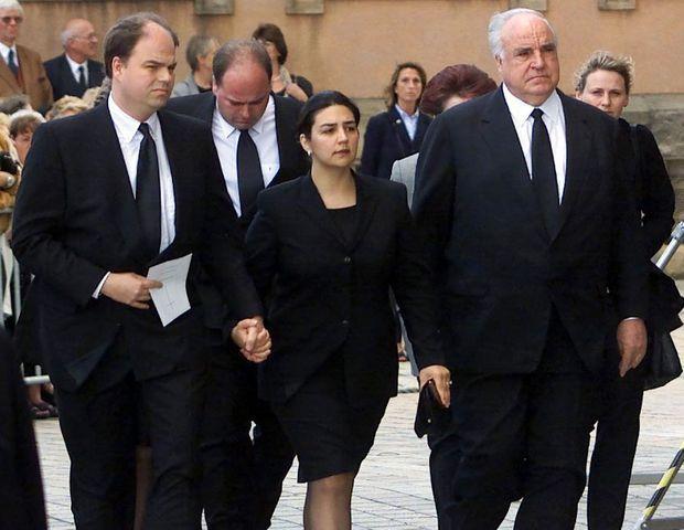 Peter et sa femme Elif, Walter, et Helmut Kohl lors des funérailles d'Hannelore