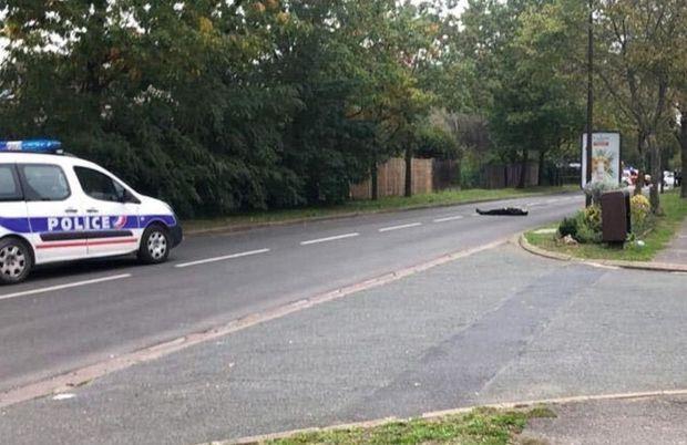 Peu après 17 heures, le 16 octobre, avenue Roger-Salengro, à Eragny, le terroriste vient d'être tué par les policiers de la Bac.