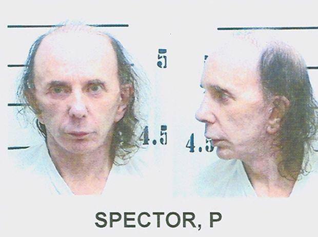 Phil Spector sur son portrait d'identité judiciaire lors de son incarcération, au lendemain de sa condamnation à 19 ans de détention, en juin 2009.
