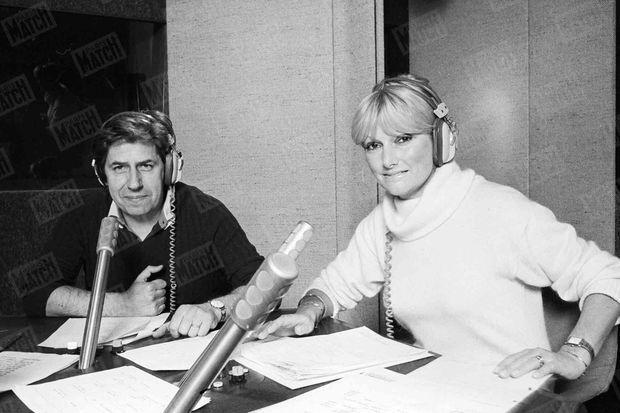 Philippe Gildas et Maryse animent la matinale sur Europe 1, le 7 décembre 1977.