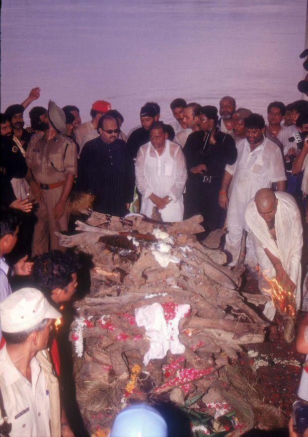 Les funérailles de Phoolan Devi, deux jours après son assassinat, le 25 juillet 2001.