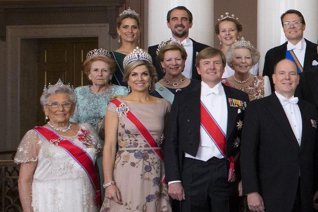 Détail de la photo officielle de l'anniversaire des 80 ans du roi Harald V et de la reine Sonja de Norvège à Oslo, le 9 mai 2017