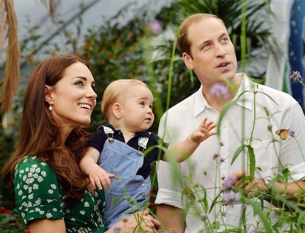 Photo officielle de George au Musée d'Histoire Naturelle à Londres