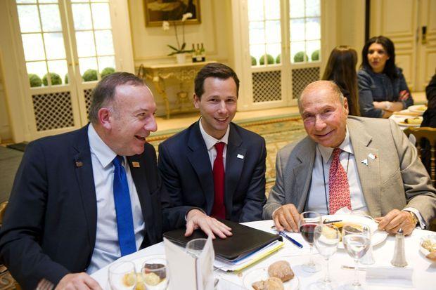 Harold Parisot entouré de Pierre Gattaz et Serge Dassault, en février 2014.