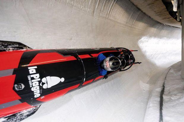 Piloté par un pro, le bob racing emmène les passagers à 120 km/h