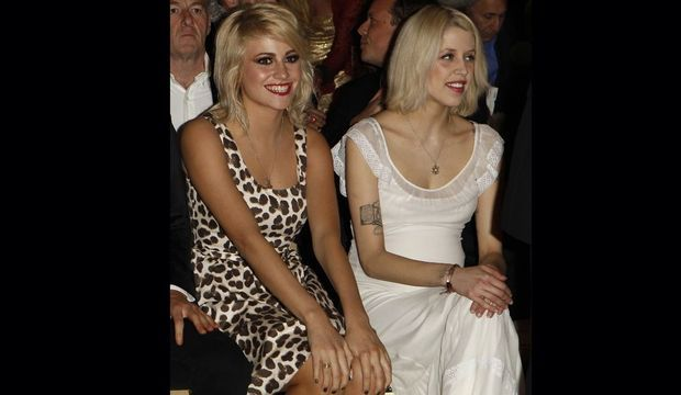 Pixie Lott et Peaches Geldof souriantes -