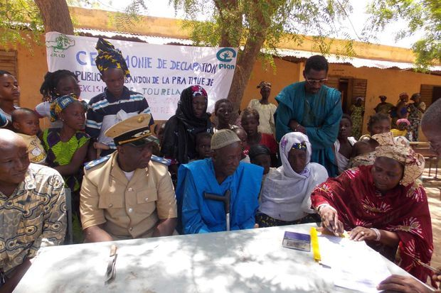 Une cérémonie d'abandon de la pratique de l'excision dans un village malien.