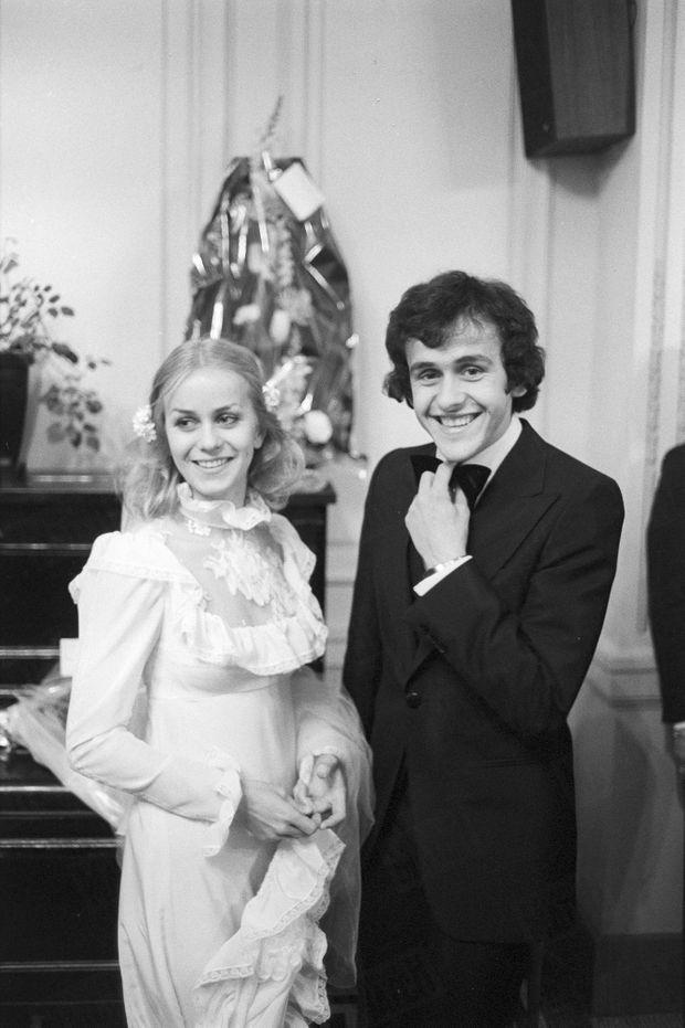 Le 20 décembre 1977, Michel Platini et Christelle Bigoni viennent de se marier dans la petite église de Saint-Max près de Nancy.