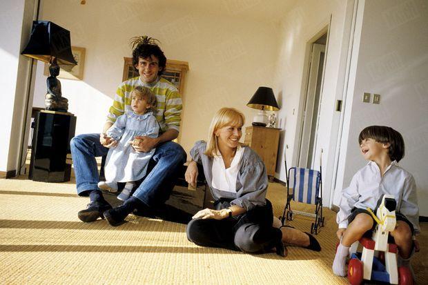 Chez lui à Turin en novembre 1982, avec Christelle et leurs enfants, Marine et Laurent.