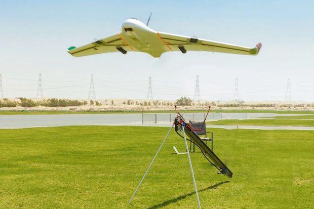 Plus facile que la méthode d'ensemencement, qui nécessite de petits avions, cette technique avec drones permet de déployer des engins contrôlés depuis le sol.