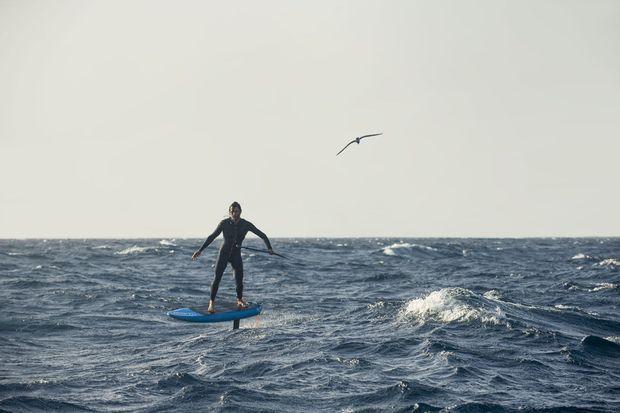 Ludovic Dulou lors de sa traversée de 40 kilomètres entre Tenerife jusqu'à l'île voisine de La Gomera.