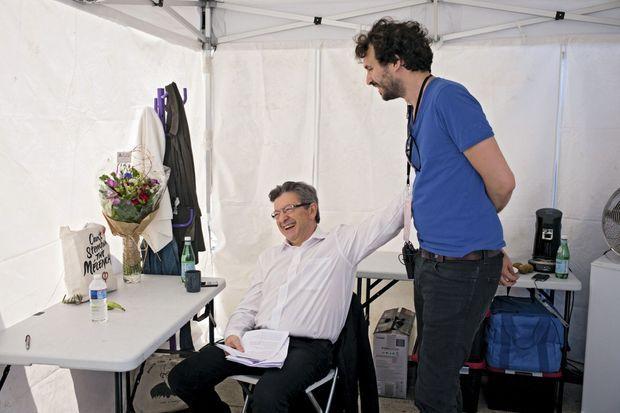 En coulisse après le meeting de Marseille, Jean-Luc Mélenchon avec Bastien Lachaud, responsable événements.