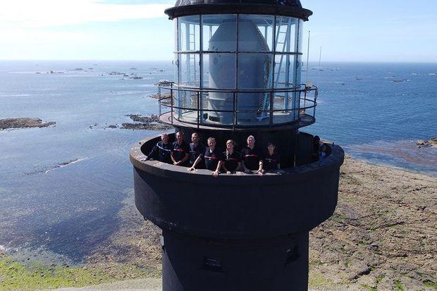 Sur le phare de l'île : Stéphane (en visite depuis Audierne), Philippe, Anthony, Jos, Géraldine, Stéphane (à la retraite) et Lœtitia.
