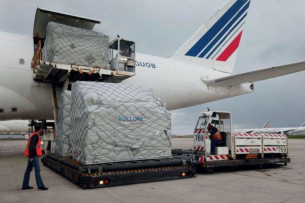 Le 29 mars à Roissy, début du pont aérien avec la Chine pour l'acheminement de matériel médical.