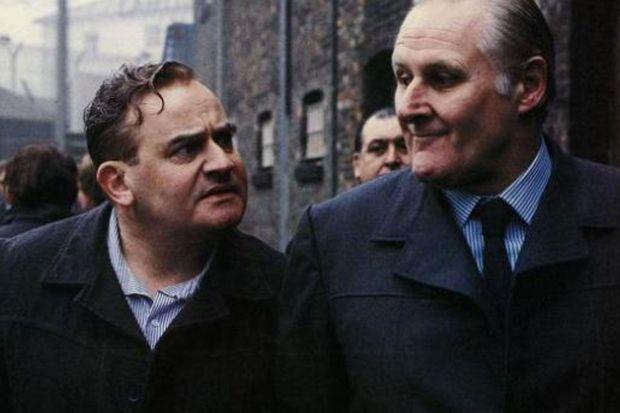 """Peter Vaughan (à droite) dans """"Porridge""""."""