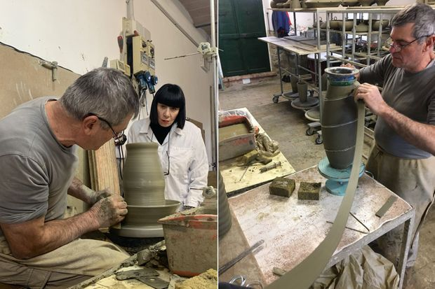 Chantal Thomass et le maître-potier Bernardo dans les ateliers d'Ombrie