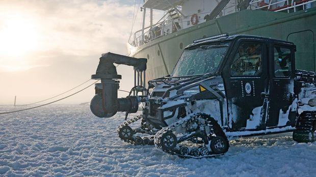 Pour approcher les ours sans les déranger, une caméra a été fixée à ce véhicule polaire.