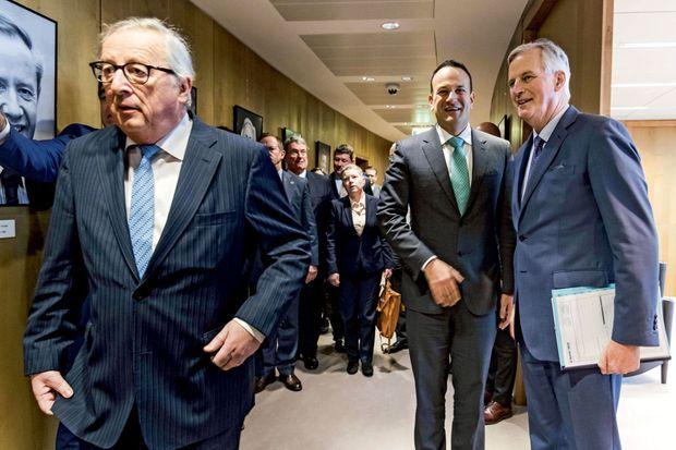 Pour eux, l'accord sera de toute façon « perdant-perdant » : de g. à dr., Jean-Claude Juncker, le Premier ministre irlandais Leo Varadkar et le négociateur en chef du Brexit Michel Barnier, le 6 février à Bruxelles.