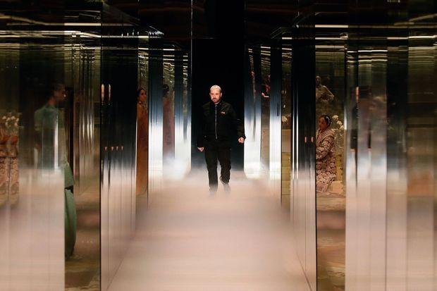 Pour Fendi, le styliste anglais signe sa toute première collection haute couture.