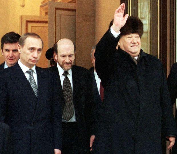 En décembre 1999, Vladimir Poutine est le Premier ministre de Boris Eltsine.