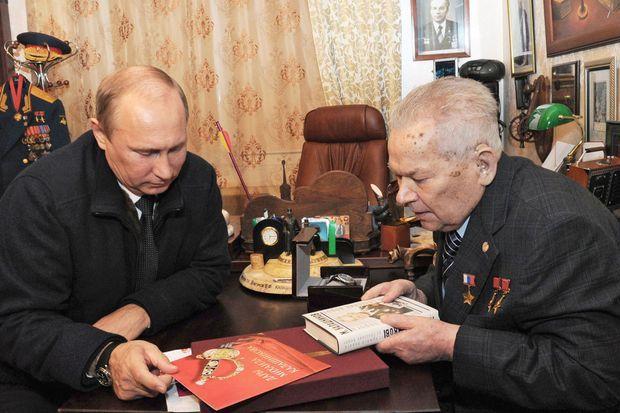 Vladimir Poutine et Mikhail Kalachnikov en septembre dernier.