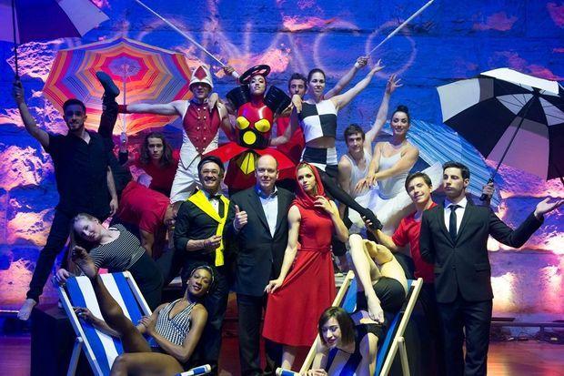 Le Prince Albert de Monaco avec la troupe Eloize à Montréal.
