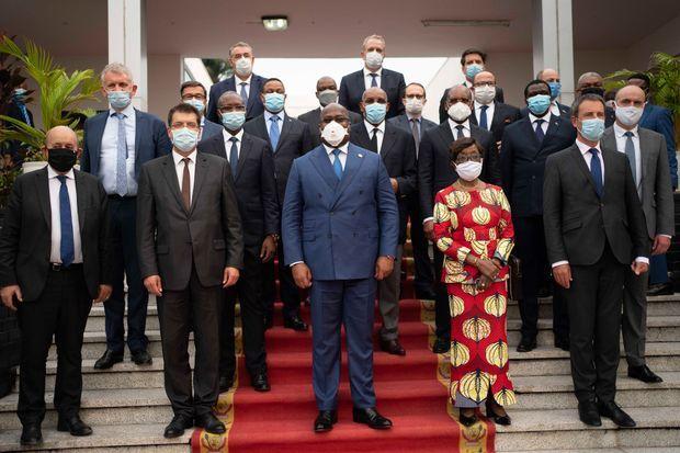 Lundi 8 juin dans son palais à Kinshasa, le président de la République démocratique du Congo Félix Tshisekedi au centre avec, de g. à dte, Jean-Yves Le Drian, Janez Lenarčič, la ministre des Affaires étrangères Marie Tumba Nzeza et Philippe Goffin