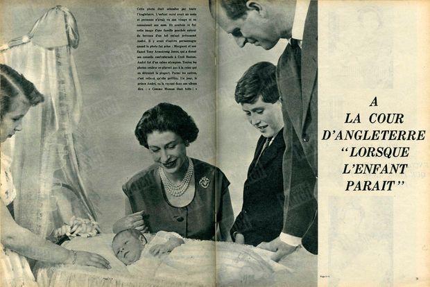 """« Cette photo était attendue par toute l'Angleterre. L'enfant royal avait un mois et personne n'avait vu son visage ni ne connaissait son nom. Et soudain ce fut cette image d'une famille penchée autour du berceau d'un bel enfant prénommé André. Il y avait d'autres personnages quand la photo fut prise : Margaret et son fiancé Tony Armstrong Jones, qui a donné ses conseils confraternels à Cecil Beaton. André fut d'un calme olympien. Toutes les photos couleur ne plurent pas à la reine qui en détruisit la plupart. Parmi les autres, c'est celle-ci qu'elle préféra. Un jour, le prince André, en la voyant dans son album dira : """"Comme Maman était belle !"""" » - Paris Match n°573, 2 avril 1960"""