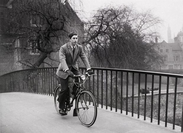 Le prince Charles, étudiant au Trinity College, à l'Université de Cambridge, en avril 1969.