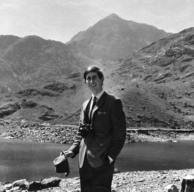 «Charles est arrivé le premier au sommet du mont Snowdon (1100 m), point culminant du Pays de Galles. 'Il a grimpé comme un chamois', a déclaré un écuyer.» - Paris Match n°1049, 14 juin 1969.