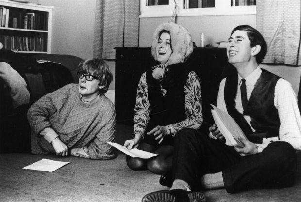 Le prince Charles et ses camarades répètent pour la revue de l'Université de Cambridge, en 1969.
