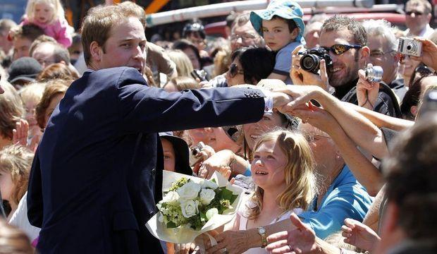 Prince William bain de foule petite fille-
