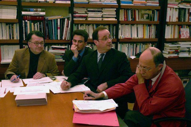 Mars 2004, siège du PS: Gérard Le Gall, Manuel Valls, François Hollande, Laurent Fabius.