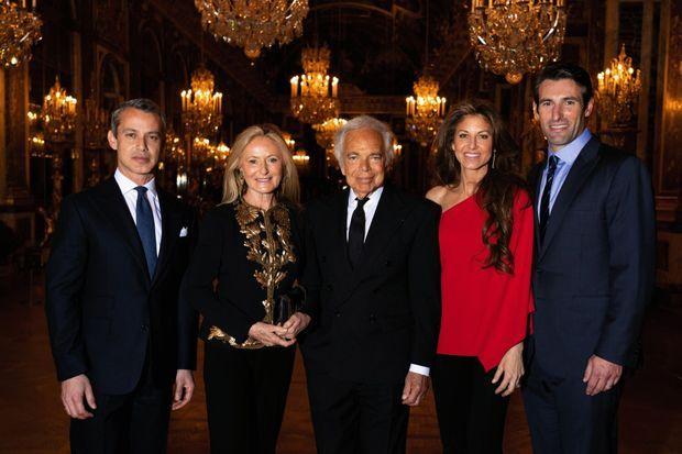 Avec sa femme Ricky, leur fils Andrew ( à g.), leur fille Dylan et son mari Paul, au gala de la French American Foundation à Versailles, le 4 décembre 2018
