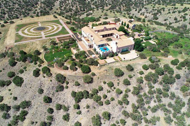 """Vué aérienne du """"Zorro Ranch"""" de Jeffrey Epstein au Nouveau Mexique. Le financier avait annoncé vouloir y faire inséminer des femmes pour qu'elles portent ses enfants."""